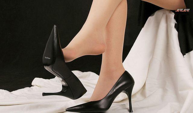 q:高跟鞋让美女们更加婀娜多姿