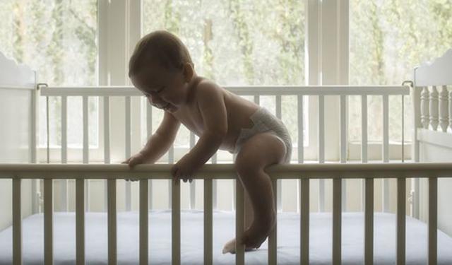 婴儿坠床的自救指南