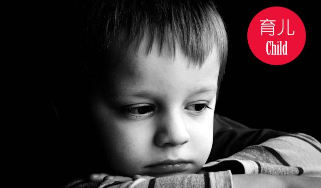 关于儿童遭遇性侵的几大误区:   误区一 :我家的是男孩,不可能遇到性侵犯   事实上,男孩女孩都有可能受到性伤害,国家现行法律有空缺,如果男孩被强奸(鸡奸)的话,法律会按猥亵罪论处,判三到五年有期徒刑;但如果女孩被强奸,罪犯最高可被判处死刑,所以有的施暴者就会判断,他做哪些事情付出的代价更小一点,当然是性侵害男孩的代价小,所以现在男孩受到性伤害的比例越来越多。   误区二:我家孩子小,性侵只会针对大一点的孩子   事实上,性侵犯可能发生在任何年纪的孩子,甚至几个月大的婴儿身上。陕西曾有一个十一