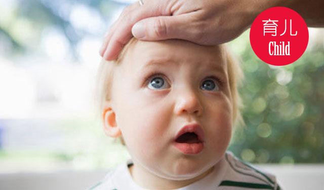 随着天气变凉,患感冒发热或肺炎等呼吸道疾病的孩子增多了。生病期间,孩子胃口不好,如果不注意营养,一场病下来可能瘦几斤。同时,需要注意的是,发热或肺炎如果不合理安排孩子的饮食,孩子营养跟不上,可能会延缓疾病的恢复,甚至带来不可低估的影响。 1.合理营养基本原则 合理的营养与饮食能够提高机体抵抗力,以防止呼吸系统感染转向恶化。一般来说可以遵循以下两个基本原则。 (1)保证充足能量。肺炎患儿因有较长时间高热,体力消耗严重,故应提供充足能量,尤其注意摄入优质蛋白如畜瘦肉、禽瘦肉、鱼、虾、蛋、奶,只要不过敏,就能进